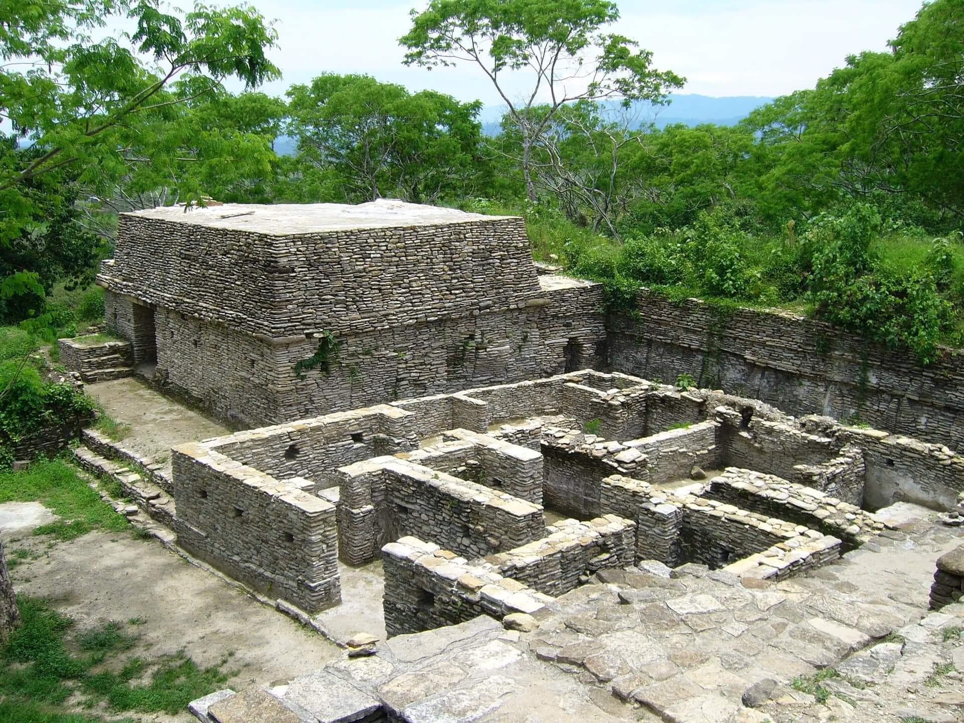 viaje arqueológico al mundo maya Tonina