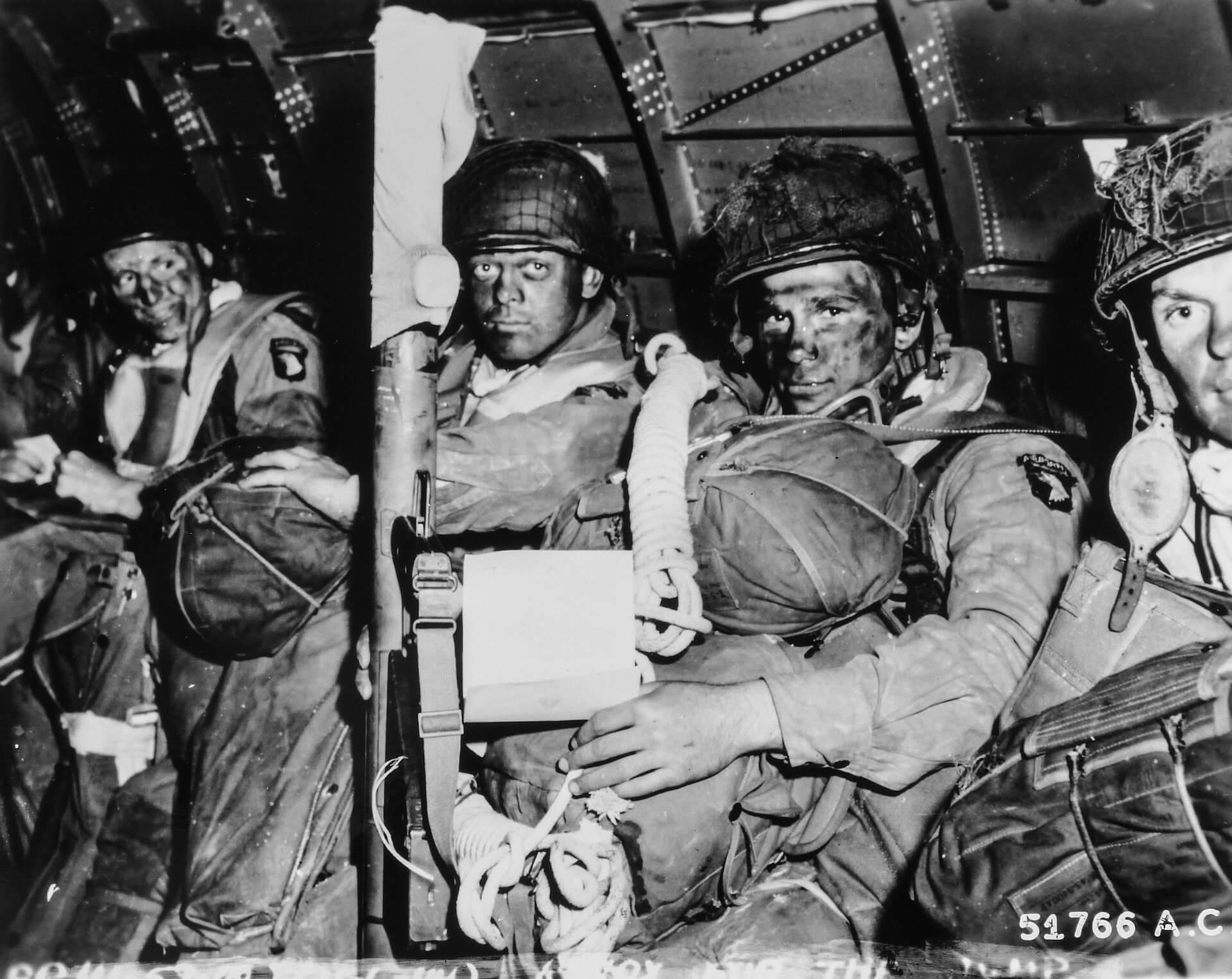 hermanos de sangre compañía easy paracaidistas normandía dia D