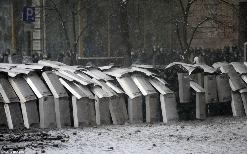 kiev policía testudo