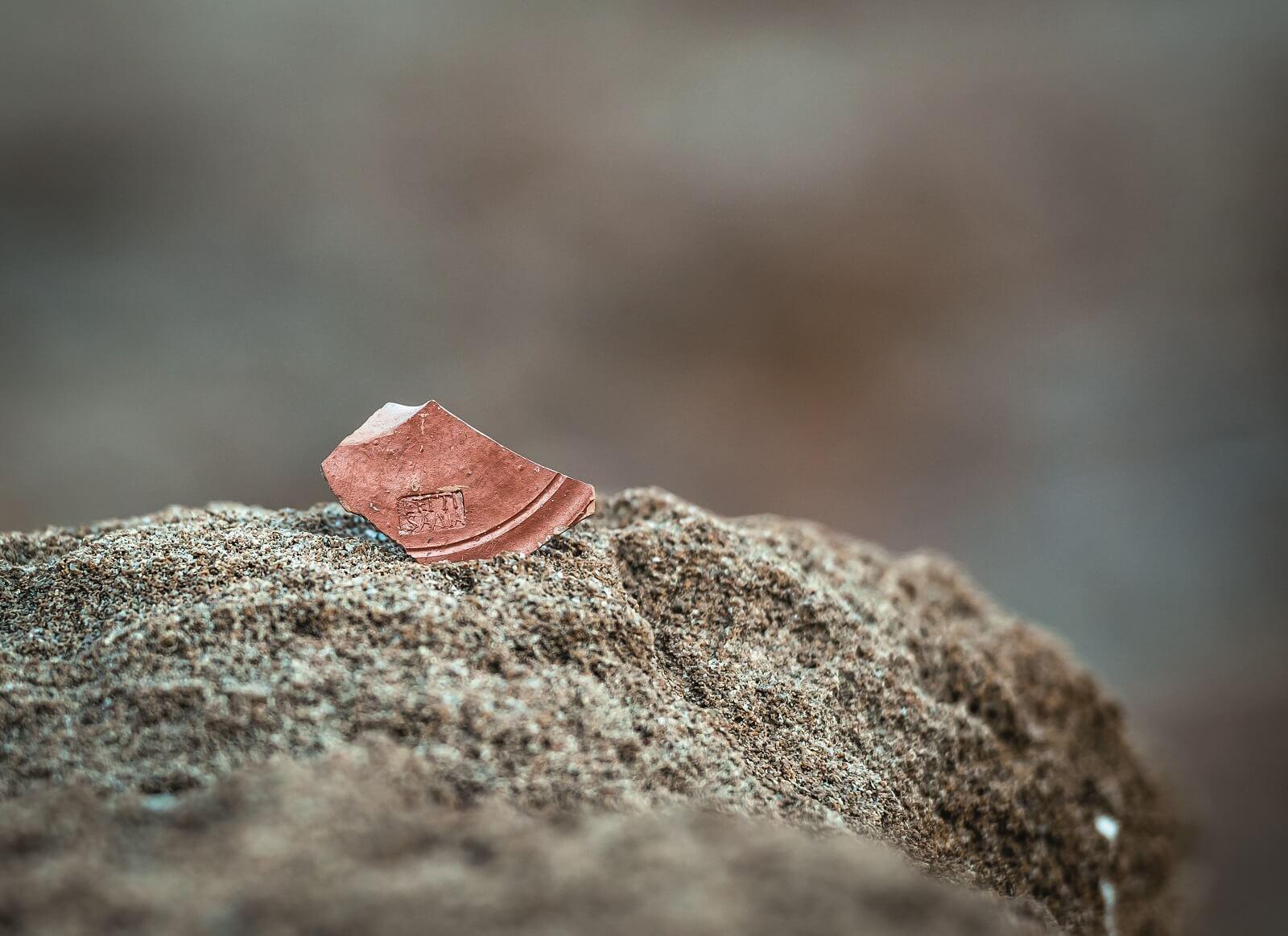 Fragmento de cerámica sellado
