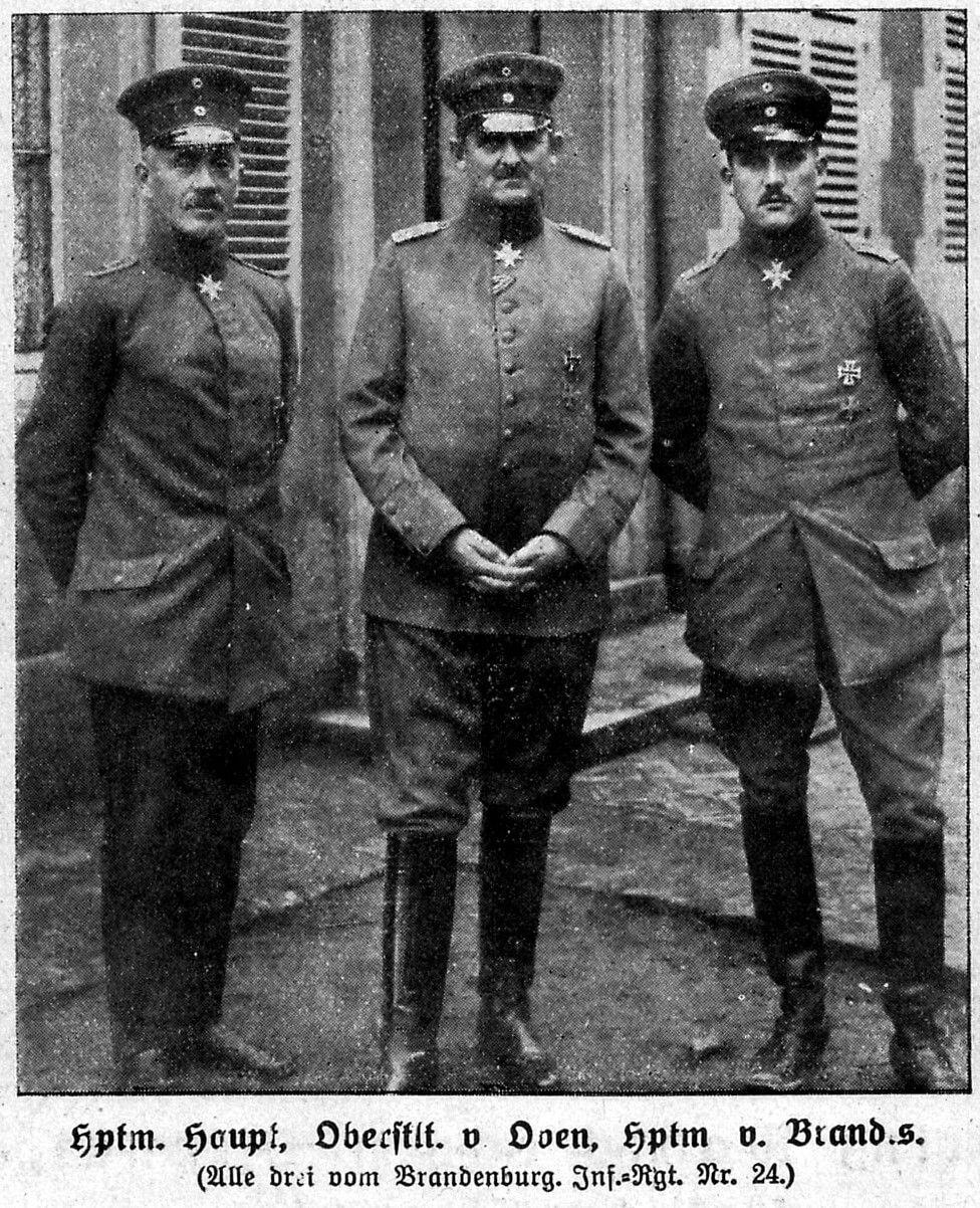 El capitán Hans-Joachim Haupt, el teniente coronel von Oven y el capitán Cordt von Brandis